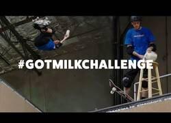 Enlace a La leyenda Tony Hawk se hace un 540 sin derramar ni una sola gota de leche