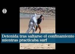 Enlace a Detienen a una mujer por surfear siendo positivo por COVID