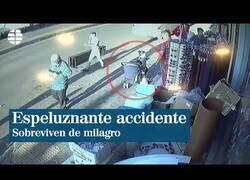 Enlace a Dos menores sobreviven milagrosamente en un accidente