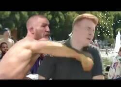 Enlace a Connor McGregor está fuera de control
