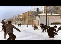 Enlace a Una IA transforma una batalla de bolas de nieve de 1886 en una espectacular escena actual