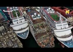 Enlace a Cementerio de barcos a vista de dron, después de que el negocio de los cruceros se haya ido al garete por el covid