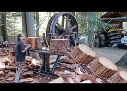 Enlace a El peligroso funcionamiento de esta máquina de cortar madera