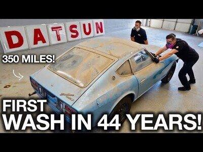 Un coche es lavado por primera vez en 44 años
