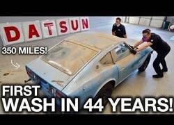 Enlace a Un coche es lavado por primera vez en 44 años