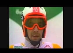 Enlace a Los mejores saltos y caídas del campeonato de esquí de 1980