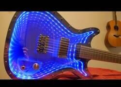 Enlace a Construyendo una guitarra de espejo infinito