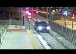 Enlace a Una conductora conduce más de 1 km por las vías del metro