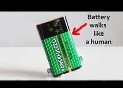 Enlace a Cómo hacer que una pila de 9 voltios camine como un humano