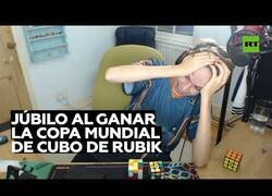 Enlace a Así se siente al convertirse en campeón del mundo de Cubo de Rubik
