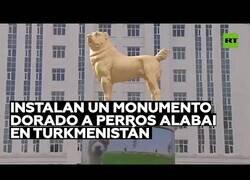 Enlace a El presidente de Turkmenistan inaugura una estatua en honor a una raza de perro