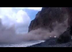 Enlace a Espectacular derrumbe de un acantilado en La Gomera
