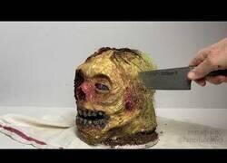 Enlace a La tarta de cabeza de Zombie más hiperrealista