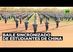 Enlace a Increíble danza sincronizada de los estudiantes de un colegio en China