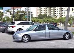 Enlace a Aparcando un coche con dos partes delanteras en un parking en el que no se puede aparcar marcha atrás