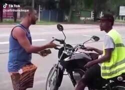 Enlace a Montar una moto-taxi parecía buena idea hasta que...