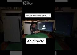 Enlace a Intentan robar la PS5 en pleno directo a un streamer