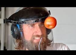 Enlace a Haciendo girar una manzana con aire comprimido hasta que explota