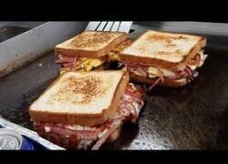 Enlace a Así se hacen los sandwiches al estilo callejero de Corea