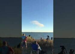 Enlace a La caída del cohete de SpaceX vista desde la lejanía