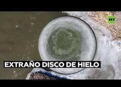 Enlace a Aparece un extraño disco de hielo en un río de China