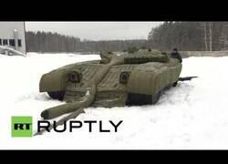 Enlace a Los tanques hinchables con los que el ejército ruso complementa su armamento