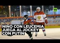 Enlace a Niño con leucemia juega al hockey sobre hielo con Vladimir Putin