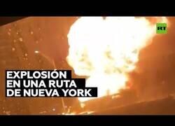 Enlace a Tanques de gas propano explotan en una carretera de Nueva York al volvar un camión