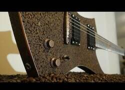 Enlace a Construyendo una guitarra con granos de café
