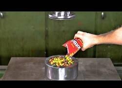 Enlace a ¿Qué pasa si pones Skittles en un prensa hidráulica?