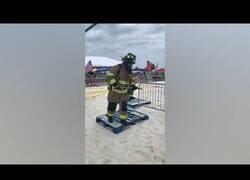 Enlace a Así es una competición de bomberos