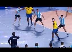 Enlace a Gauthier Mvumbi, el jugador más pesado del Mundial de balonmano