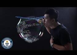 Enlace a El récord de mayor número de burbujas dentro de una burbuja