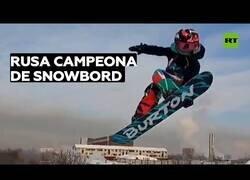 Enlace a Campeona de snowboard con tan solo 7 años