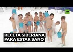 Enlace a Niños en Siberia se echan agua helada por encima a -25 ºC