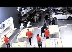 Enlace a Roban varias veces en una tienda Apple en 12 segundos