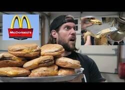 Enlace a ¿Qué pasa si metemos 15 hamburguesas en una trituradora de puré?