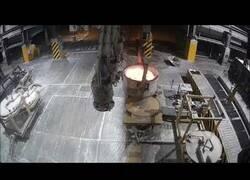 Enlace a Así es un accidente en la fundición: Se derrama por error aluminio fundido
