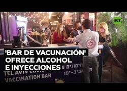 Enlace a En este bar israelí, lo mismo te sirven una cerveza que te vacunan contra el covid