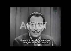 Enlace a Así intentaba Salvador Dalí que adivinasen su identidad en un programa de televisión