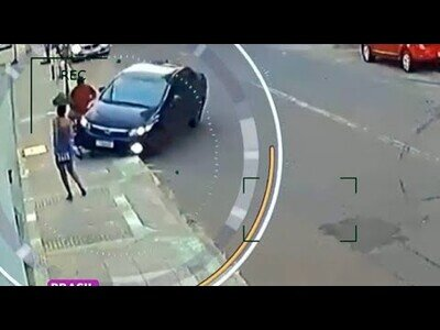 Un ladrón roba el móvil a una chica y toda la ciudad intenta ayudarla