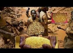 Enlace a Cientos de personas cavan en un montaña de oro descubierta en el Congo