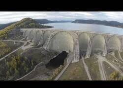 Enlace a La presa de agua más grande del mundo vista desde el aire