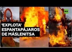 Enlace a Evita por poco las llamas durante la celebración del fin del invierno en Rusia