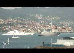 Enlace a Momento en el que dos de los yates más lujosos del mundo se cruzan en la Ría de Vigo