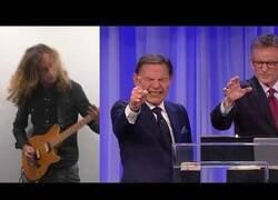 Enlace a Poniendo música heavy de fondo a un predicador
