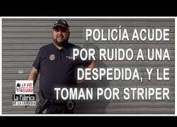 Enlace a Policía acuda a una despedida por el ruido y lo toman por striper