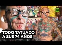 Enlace a El anciano que tenía todo el cuerpo tatuado