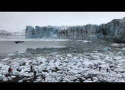 Enlace a Un glaciar se desvanece ante la presencia de decenas de turistas