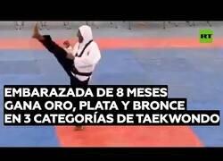 Enlace a Embarazada de 8 meses gana oro, plata y bronce en Taekwondo